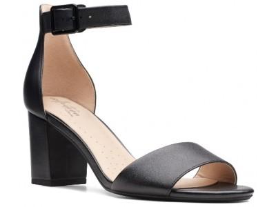 Clarks Deva Mae black leather 26140007